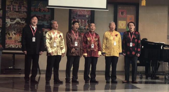 鄉音合唱團男聲合唱小分隊表演。(鄉音合唱團提供)