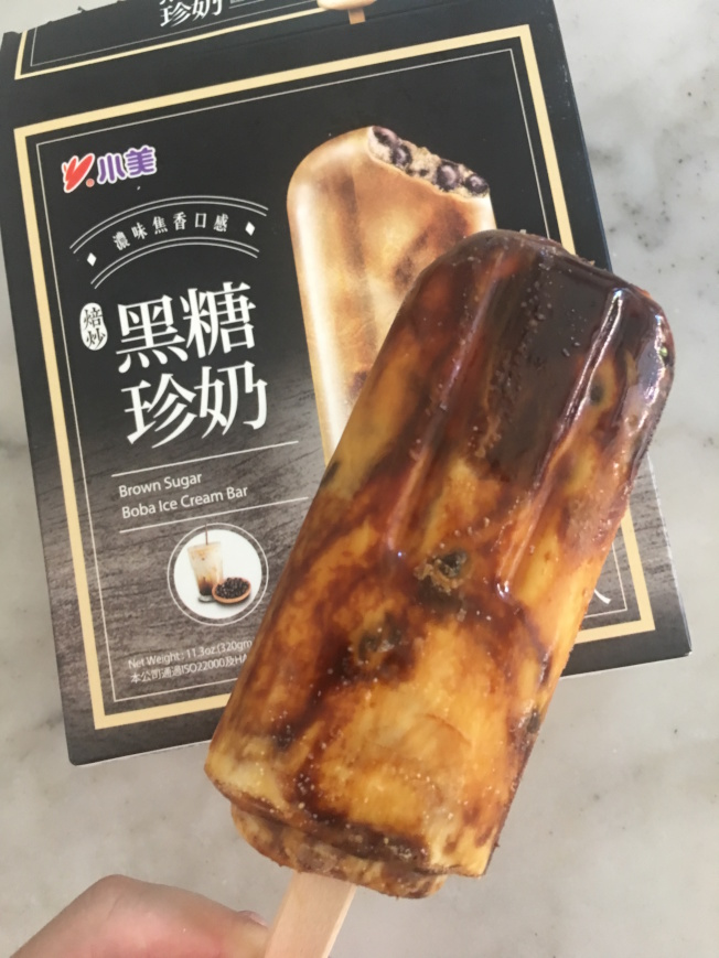黑糖珍奶冰棒在華人圈掀起追捧熱潮,超市常常賣到缺貨。(記者王全秀子/攝影)