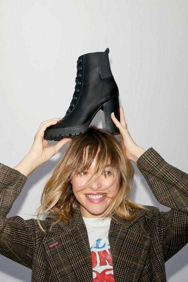 高跟及踝靴。(Urban Outfitter)