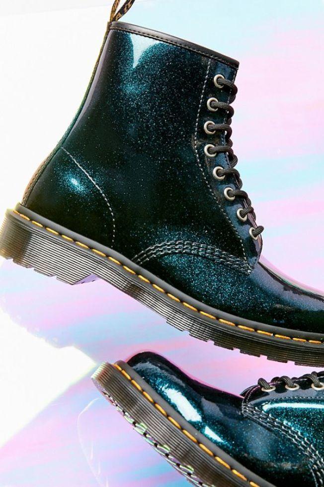 帥氣十足的馬丁靴。(Urban Outfitter)