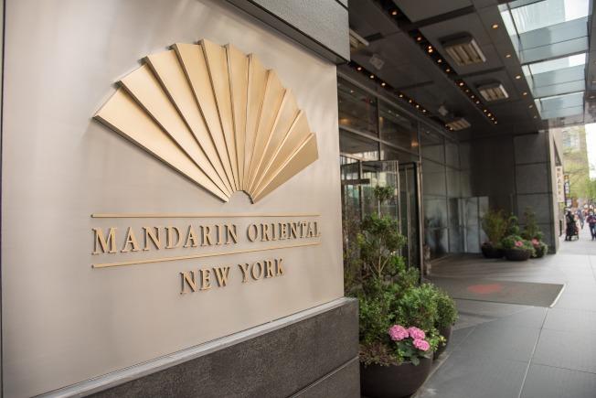 中國新冠肺炎疫情爆發後,美國對中國遊客發出入境禁令,美國的酒店業受到不小影響;圖為曼哈頓的文華東方酒店。(Getty Images)