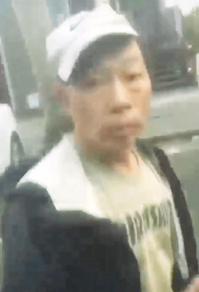 警方公布照片,顯示影片中遭非裔欺凌的拾荒華裔老人,呼籲民眾協助找尋他的下落。(舊金山警方提供)