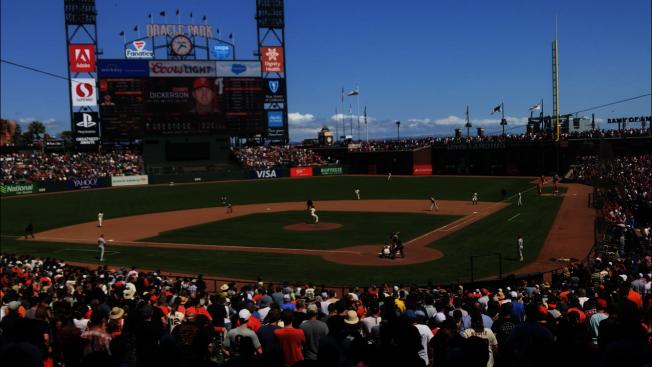 32--舊金山巨人隊上賽季的絕大多數比賽,都能吸引到單場超過3萬球迷入場觀賽。(記者黃少華/攝影)