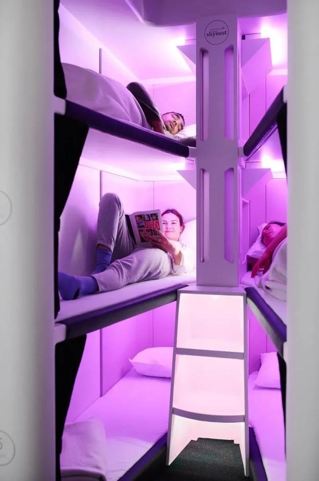 紐西蘭航空將推出的經濟艙「空中窩」有兩排三層床,可以躺六個人。取材自紐西蘭航空