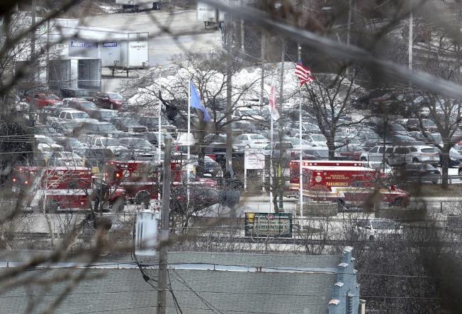 威斯康辛州密爾瓦基市(Milwaukee)「摩爾森康勝」啤酒釀造公司辦公區(Molson Coors campus)26日發生一名員工遭開除後,返回公司濫射,包含槍手在內共造成七人死亡。(美聯社)