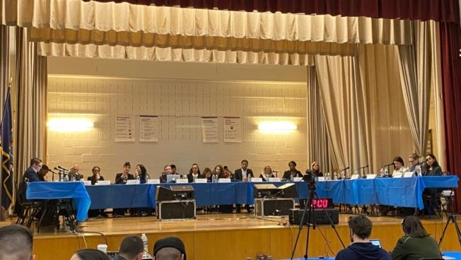 市教育總監卡蘭扎並未出席26日的會議。(讀者提供)