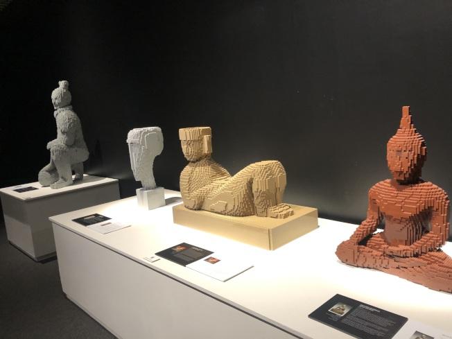 中國古代雕塑造型的樂高藝術。(記者王若然/攝影)