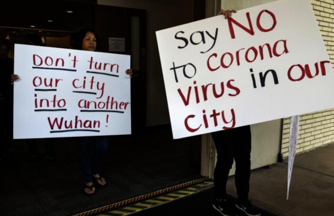 諸多華人也和橙縣政府站在同一陣線,認為將新冠肺炎患者安置在離人口密集區不遠的柯斯塔梅沙(Costa Mesa)Fairview發展中心不妥當。(美聯社)