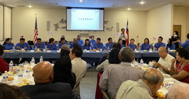 台南市議會訪問團與佛州鄉親座談餐敘,僑務委員王成章致歡迎詞。(記者陳文迪/攝影)