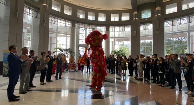 慶祝台灣日活動,華林寺表演祥獅獻瑞。(記者陳文迪/攝影)
