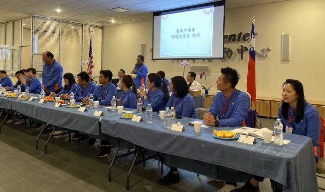 台南市議會訪問團與佛州鄉親座談餐敘,議長郭信良介紹議會成員。(記者陳文迪/攝影)