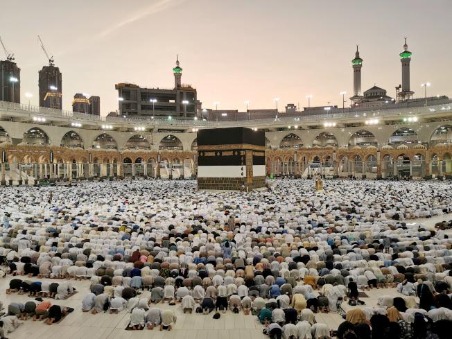 為阻止新冠病毒快速傳開,沙烏地阿拉伯26日暫時禁止穆斯林前往麥加朝聖。(路透資料照片)