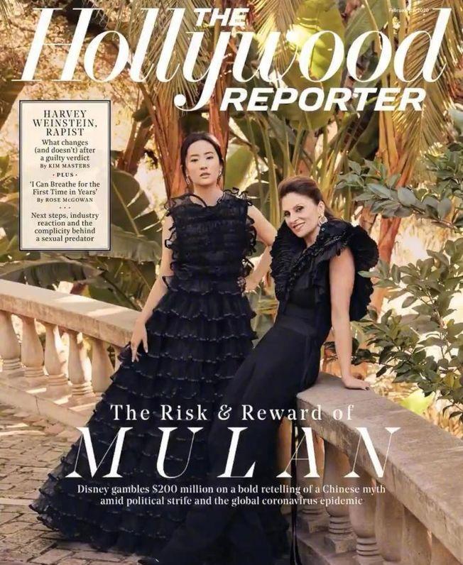 劉亦菲(左)與《花木蘭》導演一起登上《好萊塢報導者》封面。 (取材自微博)