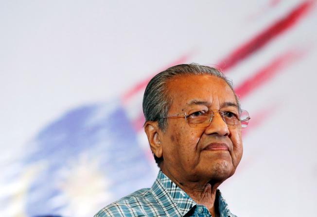 馬哈迪為政局混亂向民眾道歉。(路透)