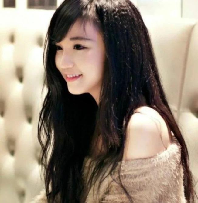 飄逸長髮與白晰皮膚讓眾網友冒出粉紅泡泡。取材自臉書