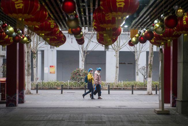 中國疫病專家鍾南山27日在發布會上表示,新冠肺炎疫情有望在四月底之前基本控制。(Getty Images)