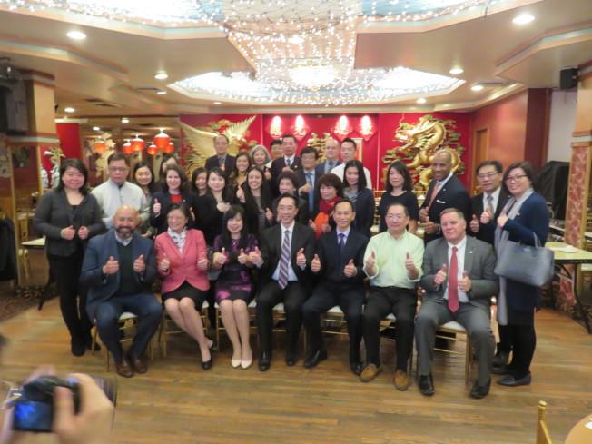 駐波士頓台北經濟文化辦事處為響應支持華埠餐廳、中小型企業26日在龍鳳餐廳舉行餐會。(記者薛劍童╱攝影)