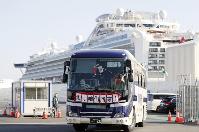 「鑽石公主號」港人有八名確診港人已痊癒並出院,其中四人已返港,其他則留在日本陪伴確診家人,或等候入境處協助安排返港。(美聯社)