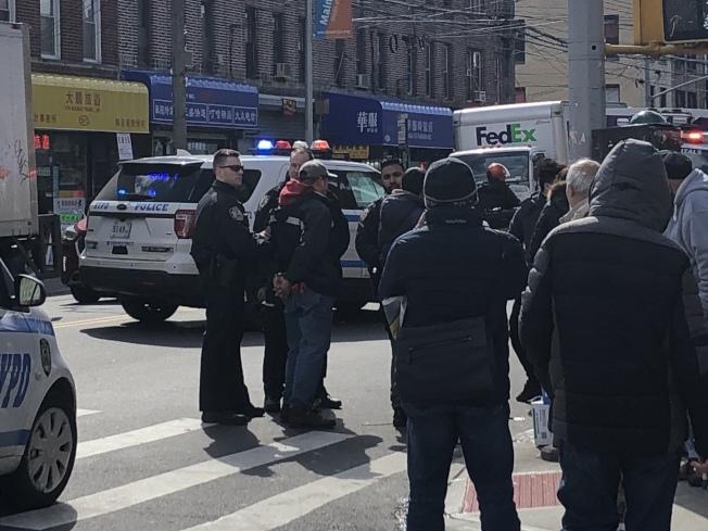 8大道華人經營的蔬果攤27日發生業者與顧客的集體肢體衝突案件,兩名業者一度被警方逮捕。(記者顏潔恩/攝影)