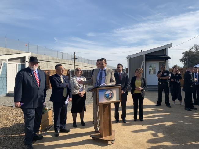 聖荷西市長李卡多表示,希望「遊民迷你屋社區」可以成為一個模範,讓遊民藉由這個機構,重新順利回到社會工作和生活。(記者江碩涵/攝影)