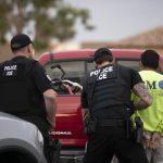 無證移民送子上學  ICE上前逮人惹議