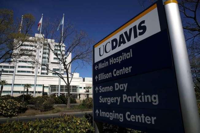 全國社區傳播首例的女病人,目前仍在戴維斯加大醫院接受治療。(Getty Images)