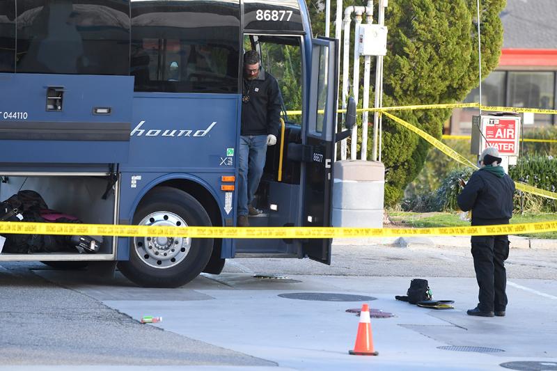 一輛從洛杉磯出發開往舊金山灣區的灰狗巴士(Greyhound)在3日凌晨1時左右在5號公路上發生槍擊案,導致一死五傷。美聯社