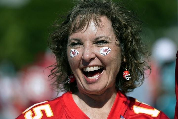 堪薩斯酋長隊(Kansas City Chiefs)的球迷也不甘示弱。(美聯社)