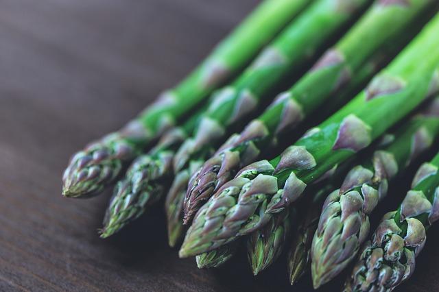 一些蔬果沒有殘留農藥的問題,不需購買有機產品,例如蘆筍、洋蔥和豌豆。圖:pixabay