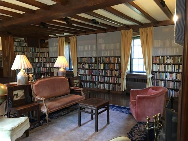 故居內書房和會客室。