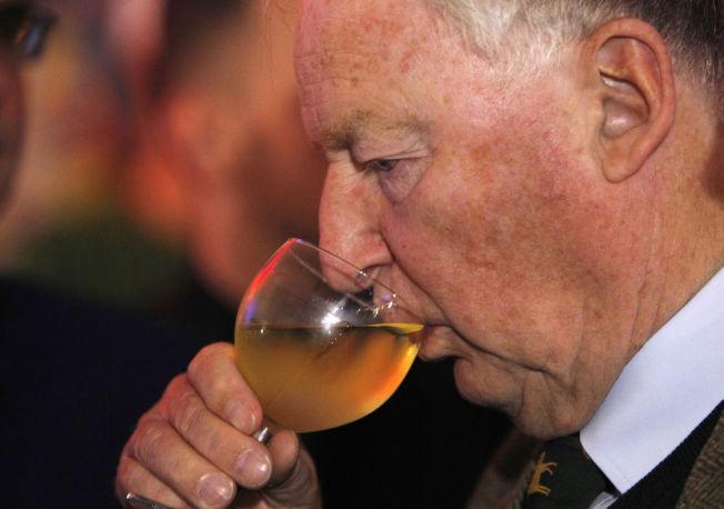睡前飲酒,會讓睡眠品質降低。(Getty Images)