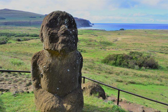 旅游   复活节岛 石像群凝重伫立