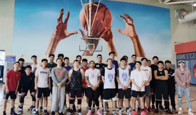 2020年CEB美西南高校籃球聯賽決賽日前在洛杉磯奧運場館Expo Center舉行,加州州立大學北嶺分校(CSUN-CSSA)中國留學生隊擊敗加州大學洛杉磯分校(UCLA-CSSA)隊奪冠。加州大學聖塔芭芭拉分校(UCSB-CSSA)隊、俄勒岡大學中國留學生隊並列第三名。(全美中華青年聯合會提供)