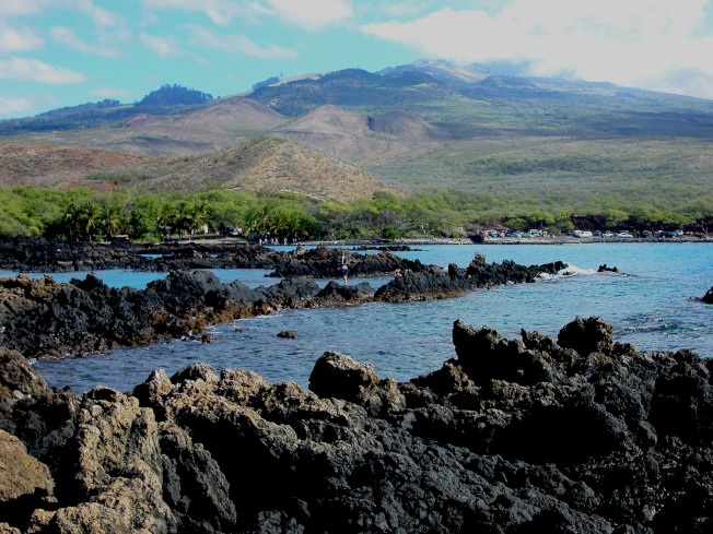 毛伊島的 Ahihi Kinau 保護區。「啊哎」熔岩粗糙尖利。