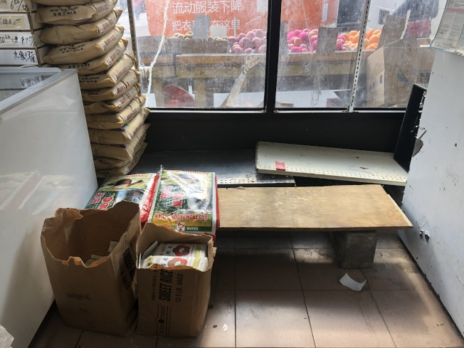 近日華人社區出現搶購物資現象,大米、方便麵等被一掃而空。(記者顏潔恩/攝影)