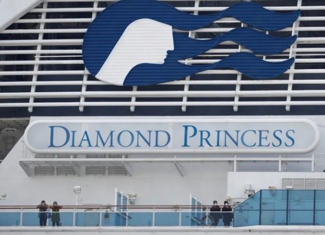 日本厚生勞動大臣加藤勝信1日在記者會上說,鑽石公主號郵輪所有船員都已下船,包括船長。(路透)