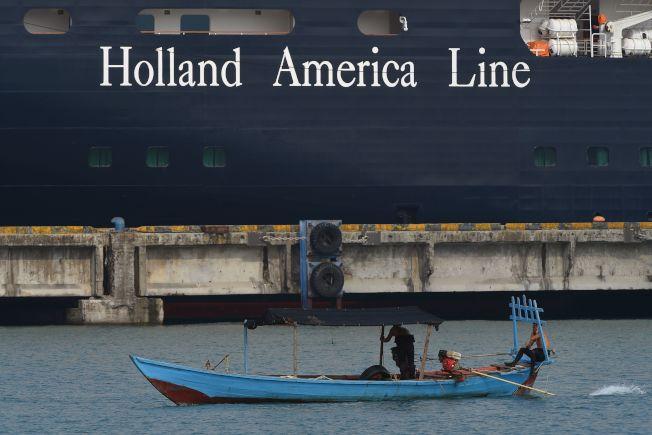 「威士特丹號」上由於有乘客確診得了新冠病毒,郵輪在柬埔寨停靠,數百名船上人員在金邊(Phnom Penh)飯店自主隔離並等候檢測結果。(Getty Images)