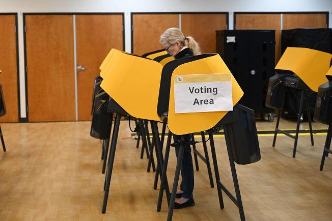 民主黨初選「超級星期二」3日投票,但包括圖中的加州在內,2日黨員就可投投早投票。(Getty Images)