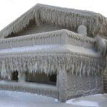〈圖輯〉強風吹襲48小時 紐約州伊利湖畔成「冰雪奇緣」世界