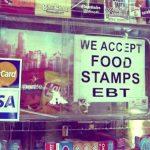 「使用公共福利」新規上路 專家:恐讓更多移民挨餓