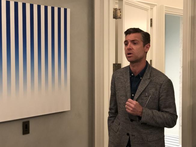 法國室內設計師Jean-Louis Deniot介紹每套公寓獨一無二的奢華和藝術設計。(記者洪群超/攝影)