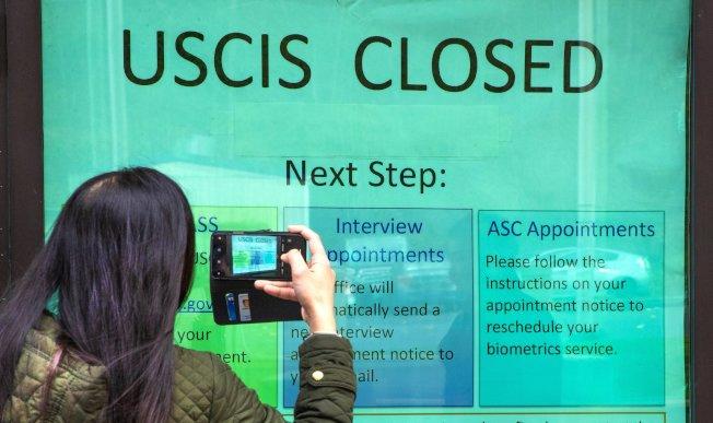 因新冠病毒傳播嚴重,國土安全部屬下在華盛頓州吐維拉的移民局日前關閉。(美聯社)