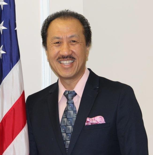拉米拉達市華裔市議員伍德輝連任成功。(伍德輝提供)
