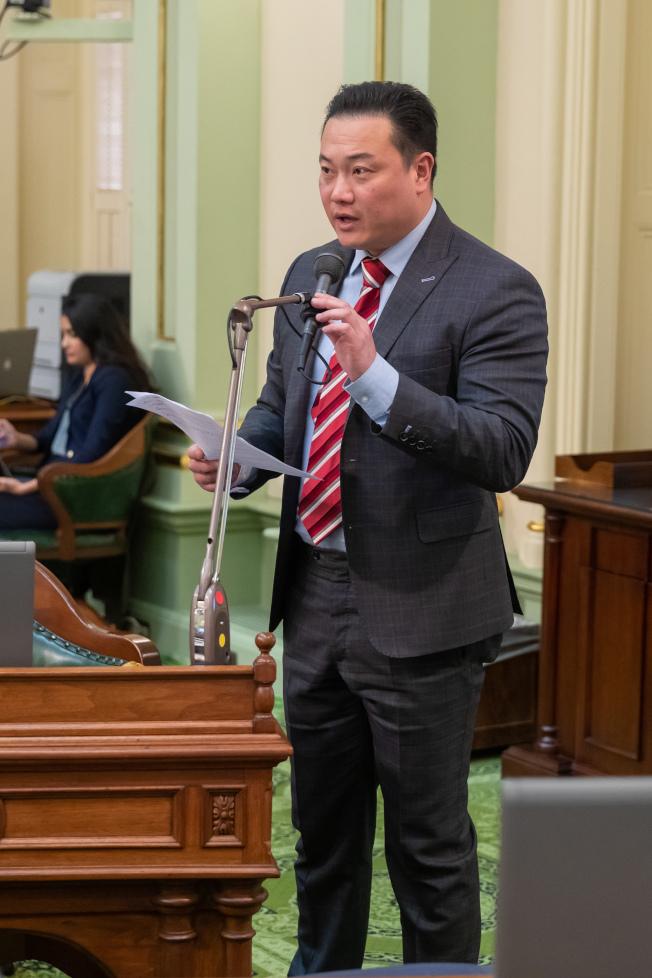 加州55選區衆議員席位,3日由共和黨現任陳立德(Phillip Chen,見圖)迎戰民主黨核桃市拉丁裔市議員Andrew Rodriguez。(陳立德提供)