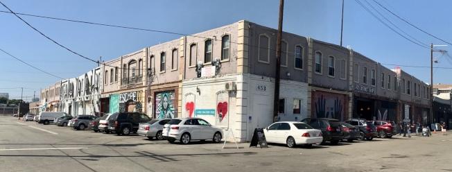 洛市東五街1101號現址為兩棟老舊的建築,將改建成旅館、康斗、藝廊與商舖的綜合大樓。(陳嘉汶提供)