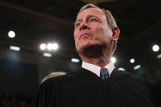 首席大法官羅伯茲為維護司法獨立公正,罕見嚴詞抨擊參議員舒默。(Getty Images)