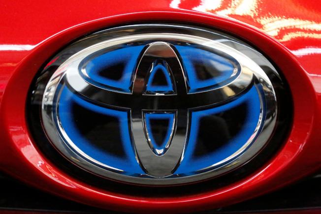豐田汽車(Toyota)正在美國進行大規模召回120萬汽車行動,期以修復可能導致引擎熄火的燃油泵故障問題。(美聯社)