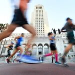 洛杉磯馬拉松照跑 惹質疑