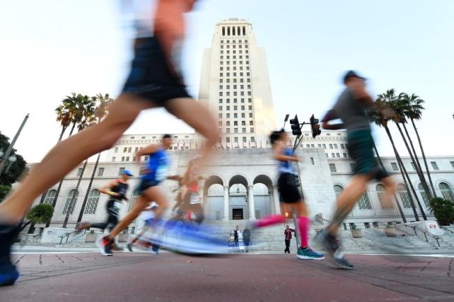 不受新冠肺炎影響,洛杉磯馬拉松比賽將於本周日照常舉行。(洛杉磯時報)