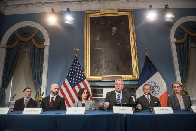 市長白思豪4日舉行記者會,宣布更多應對新型冠狀病毒肺炎疫情的措施。(市長辦公室提供)